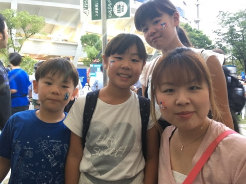 「東急ハンズ・ハンズメッセナイター」フェイスペインティングin横浜スタジアムの画像